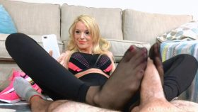 After Jog Ignoring Footjob Bella Ink – Bratty Babes Own You