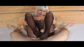 Amateur Pantyhose Footjob