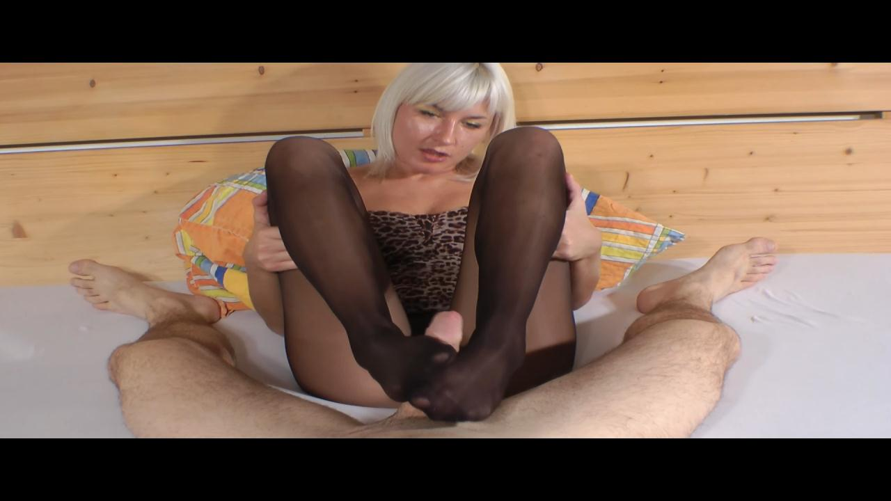 Amateur Pantyhose Footjob_cover2
