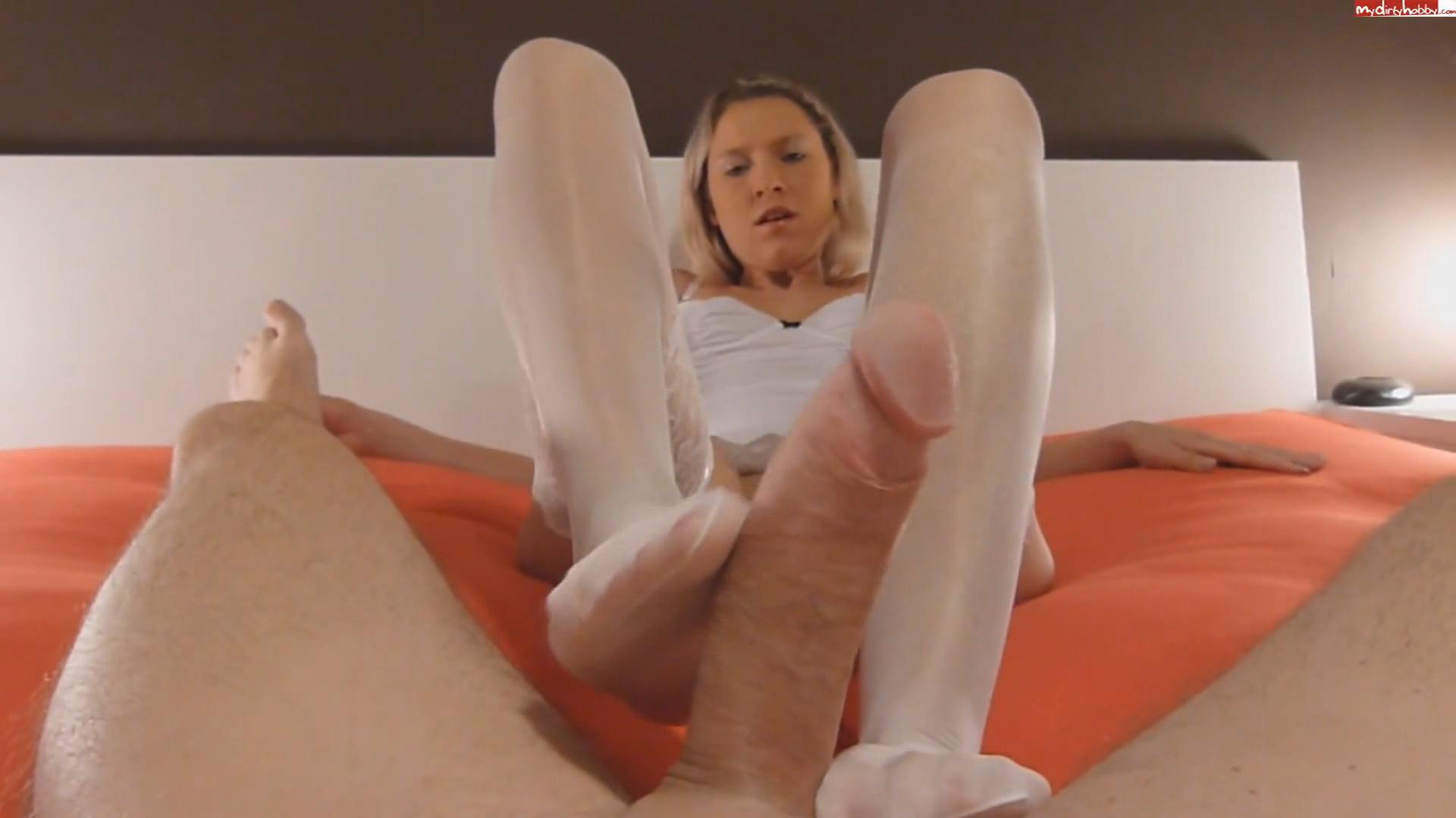 Footjob with cum on my white stockings – Daynia_cover