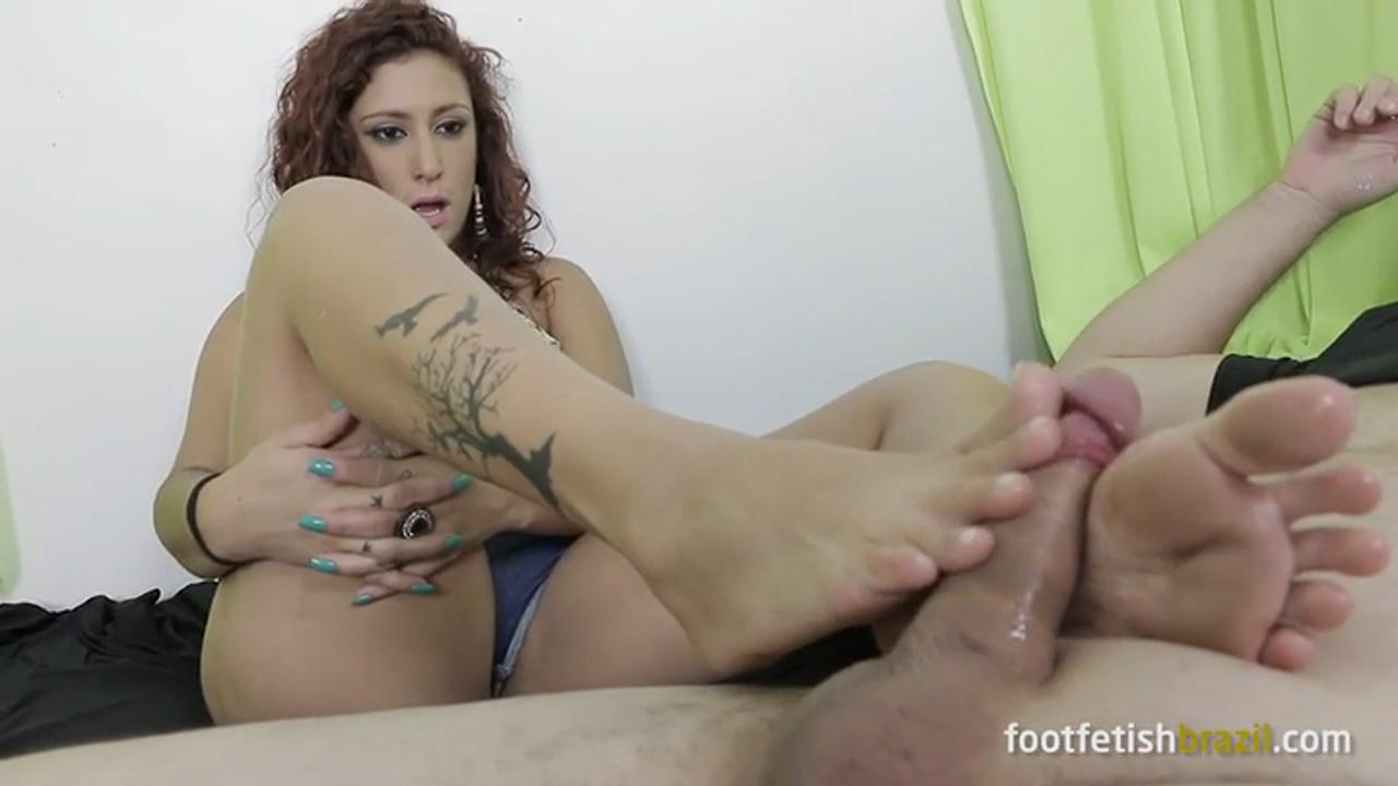 Alessandra and her magical feet masturbating a netizen! – FOOT FETISH BRAZIL_cover
