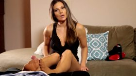 Footjob Caught on Camera – Mandy Flores
