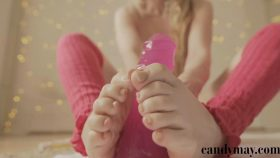 Oily footjob – Candy May