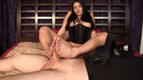 Jade Indica Makes Him Squirt – Nothing But Footjobs