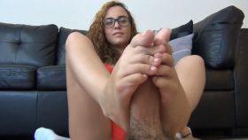 ROXANNE RAE NERD GIRL FOOTJOB – The Foot Fantasy!!!