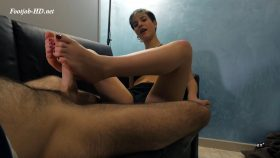 STINKY SOCKS CONVERSE FOOTJOB – UNCHAINED PRODUCTIONS GONZO