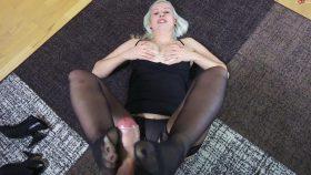 With feet to cum! – Footjob – SophiaGold