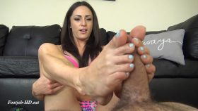 CLEO'S BEACH FEET FOOTJOB – The Foot Fantasy!!!
