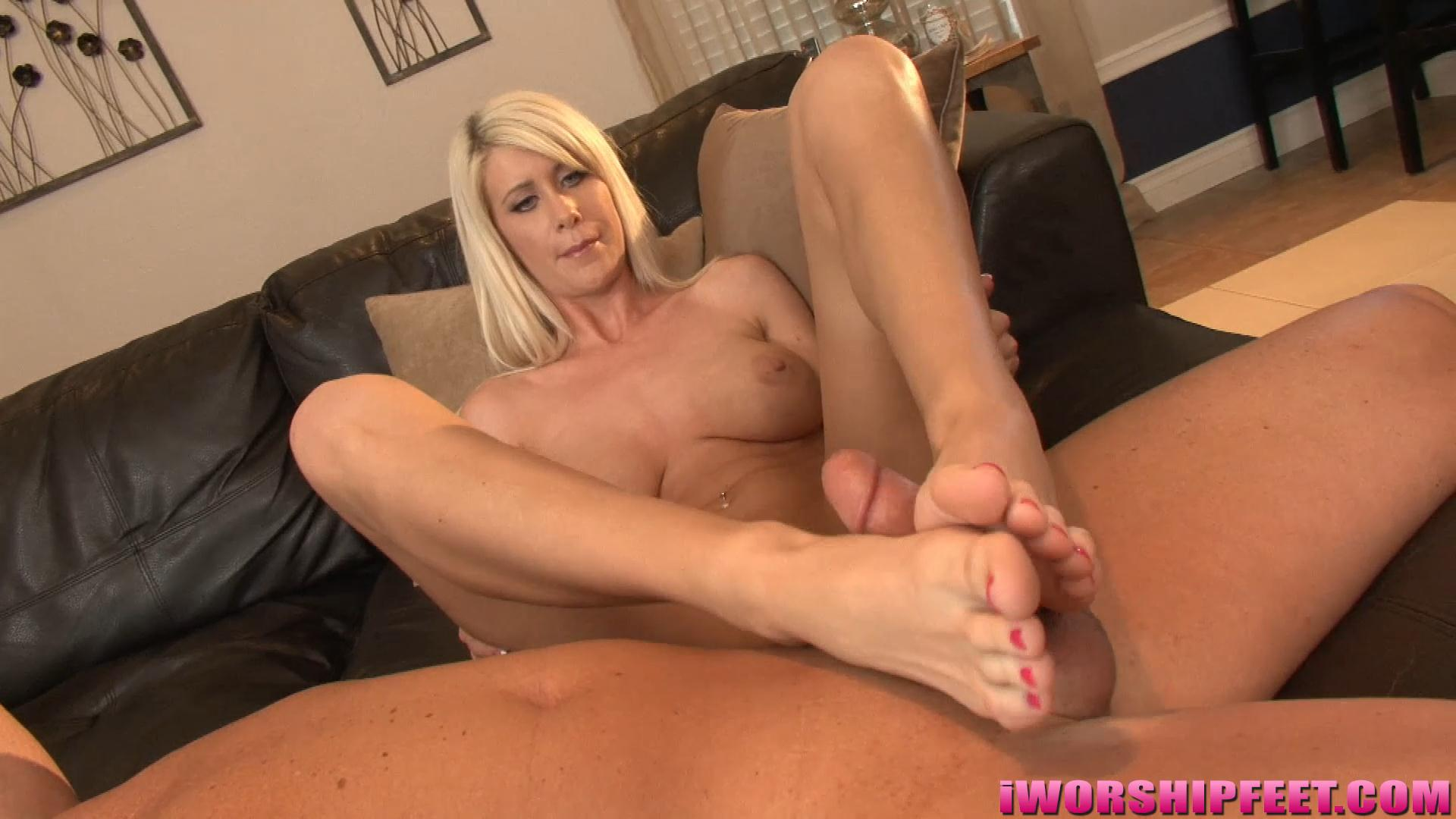 Riley Jenner's FIRST FOOTJOB! Size 10 Feet! – Barely Legal Foot Jobs