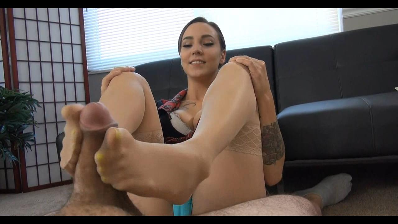 Sasha Foxxx Feet Tickle