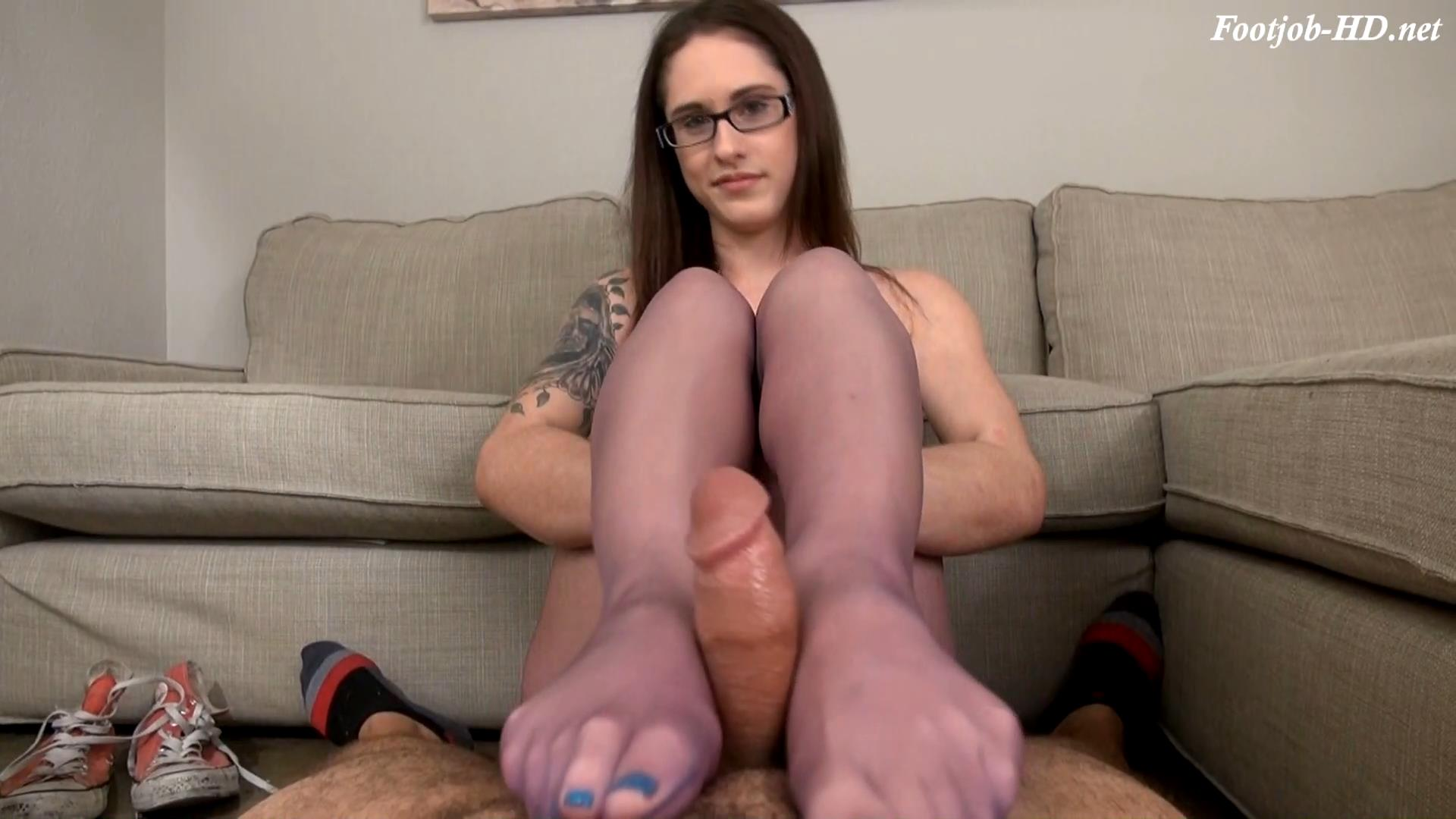 Babysitter Akira Shell Footjob Compromise – Bratty Babes Own You
