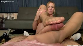Hostess Lexi Footjob Revenge – Bratty Babes Own You