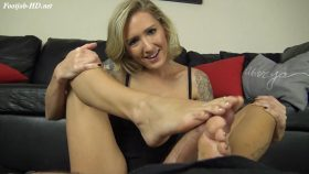 BABYSITTER REAGAN LUSH CATCHES YOU FOOT SMELLING & GIVES YOU A FOOTJOB – The Foot Fantasy!!!