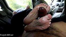 Aunt Liz Mature Footjob – Joey's FeetGirls