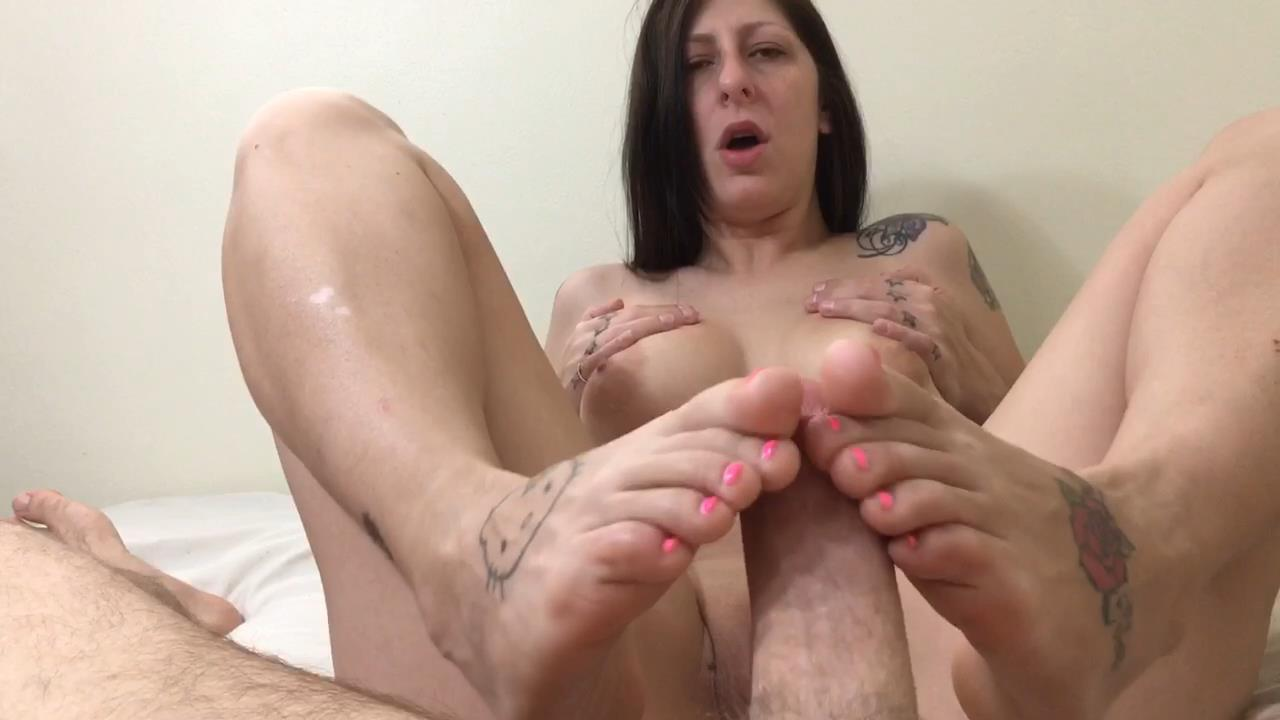 First time footjob – NoelLiamKelly