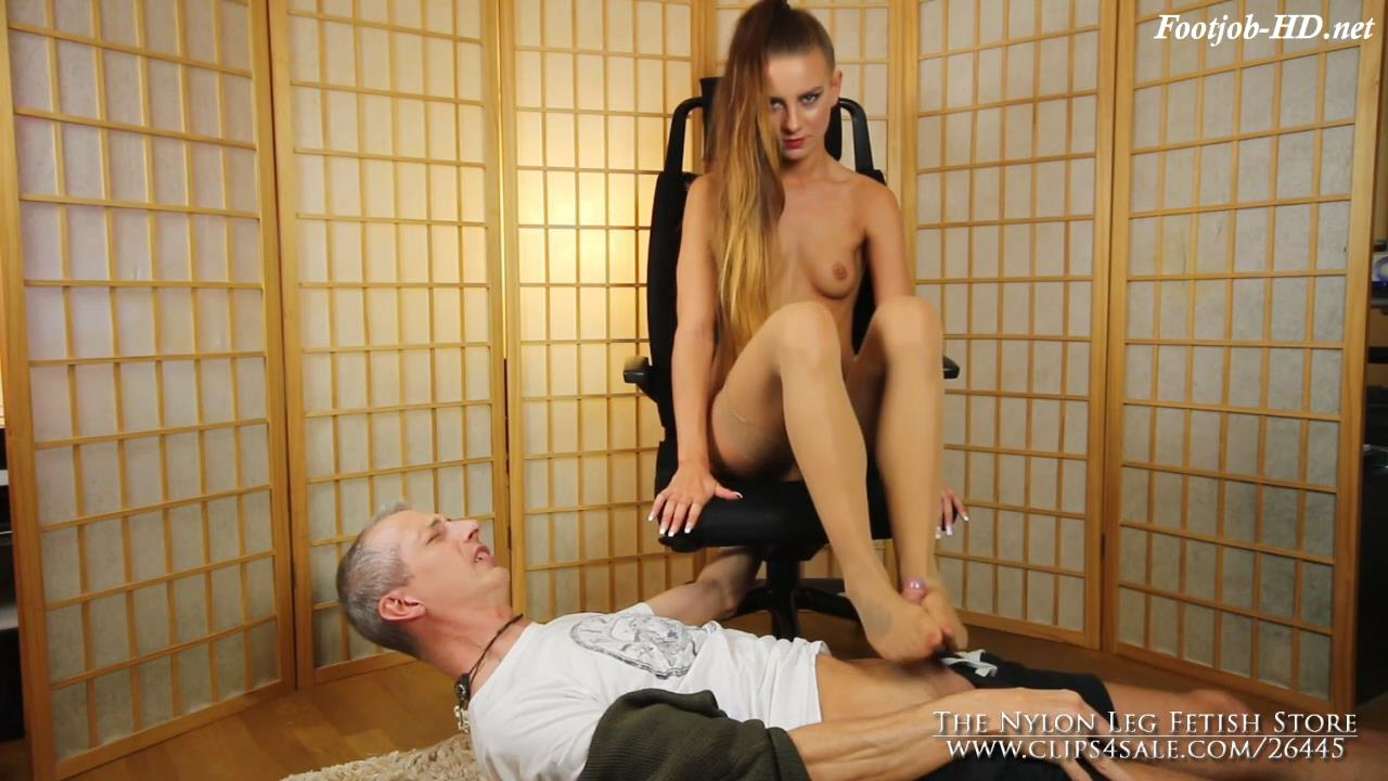 Footsniff tortue end with footjob – The Nylon Leg Fetish Store