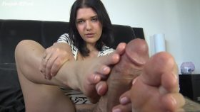 APRIL DAWN'S GIRL FRIEND EXPERIENCE FOOTJOB – The Foot Fantasy!!!