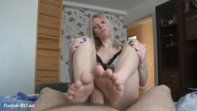 Cum on mommies feet – lilcharlotte