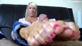 MILF TIFFANY MOMMY FOOTJOB – FIRST TIME FOOTJOB – The Foot Fantasy!!!