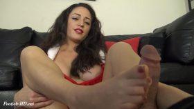 CLEO'S CHRISTMAS PANTYHOSE FOOTJOB – The Foot Fantasy!!!