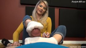 Maia's Stinky Smelly Footjob – Bratty Babes Own You – Maia Evon