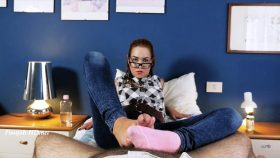 Addicted To My Stinky Socks – UNCHAINED PERVERSIONS GONZO – Foxy Sanie