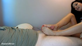 Natalie's First Footjob – NataliesSocks