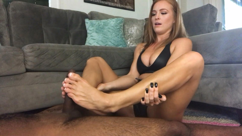 Sweaty Feet Footjob – Denise Foxxx