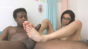 Eva Yi gives a footjob to a Jack Blaque
