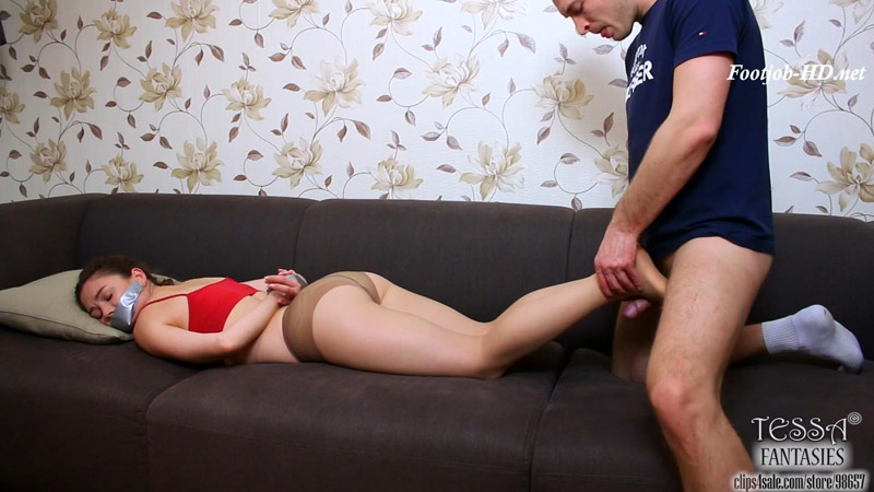 Footjob From Bondaged Sporty Girl – Tessa Fantasies
