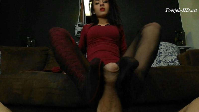 Fucking Valentina Castiblanco's high school feet during tutoring session. Footjob cumshot facial – Diosa Valentina Castiblanco