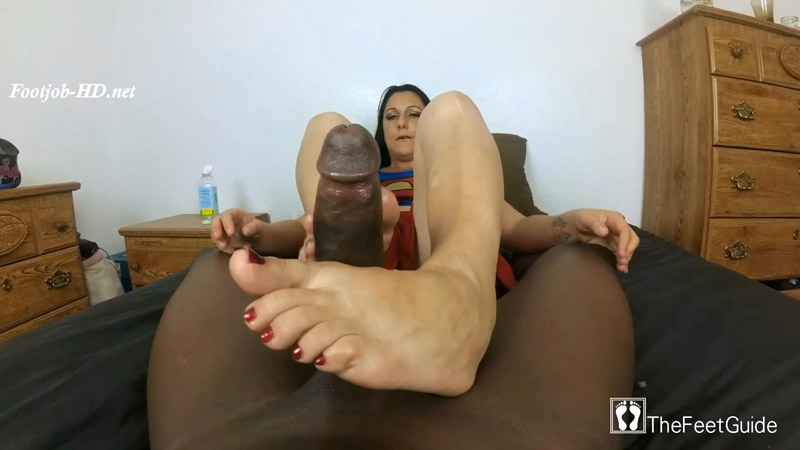 Superwoman Loves BBC – TheFeetGuideTV