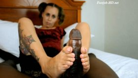 Petite Feet Strokes – TheFeetGuideTV