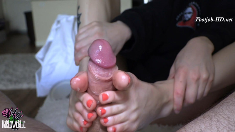 Cum On My Toes – HarloweBlue