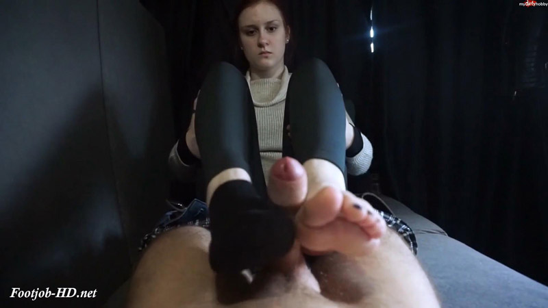 Anna sprayed on the socks feet in the casting bus – Tobey_for_real