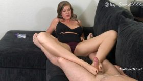 Cuckold Hubby Gets a Footjob – Ivy Secret Fetish Fantasies