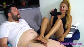 Jasmine Gives Her First Footjob!! – Footjob Virgin