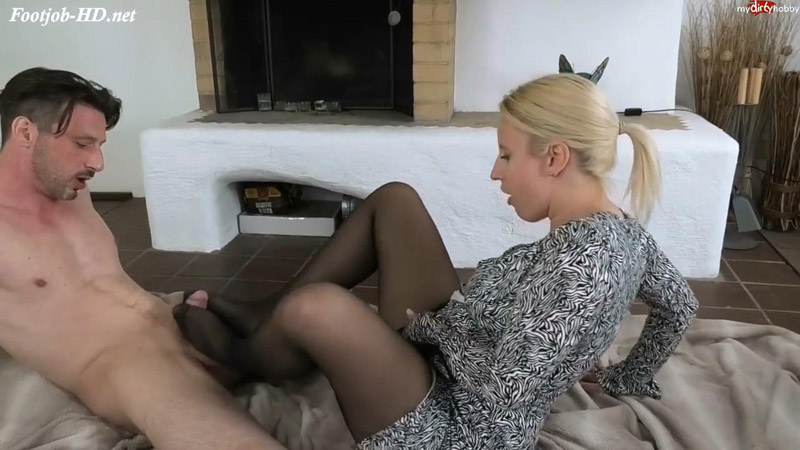 My first nylon footjob – GinoGemelli