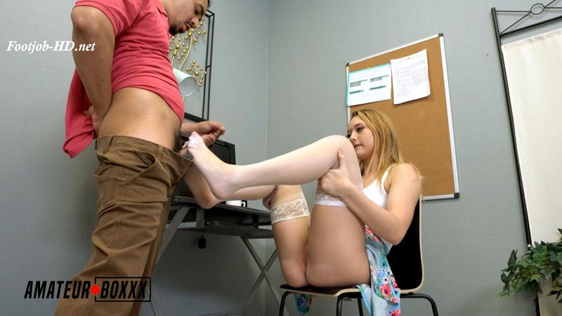 Hot Blonde Takes Jizz on her Feet - AmateurBoxxx