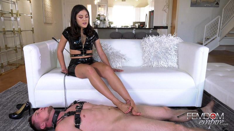 Devoted Foot Slut – Femdom Empire – Kendra Spade