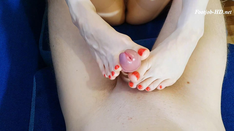Stepsister's first footjob – Renesy