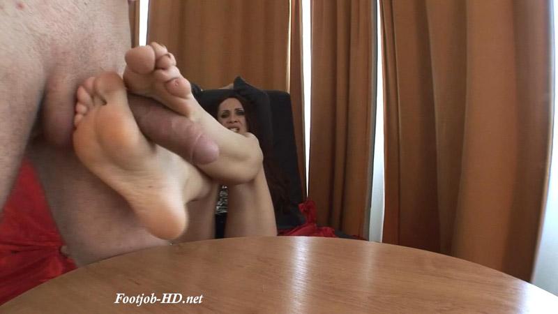 Cynthia (22 Years old – 37EU feet size) Casting Footjob – Part I – Angelo's FeetGirls