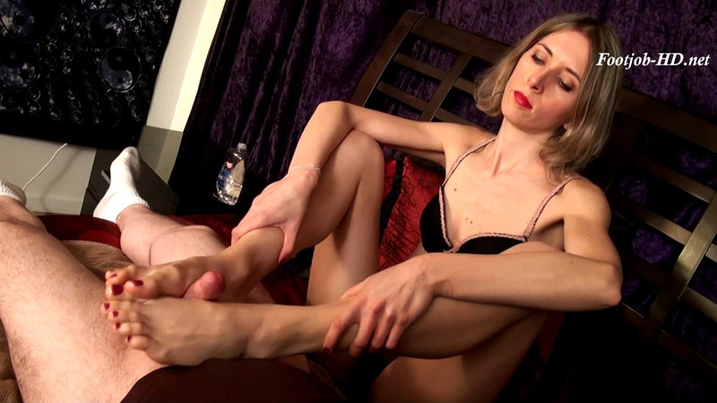 Italian Fashion Model Footjob – Nothing But Footjobs