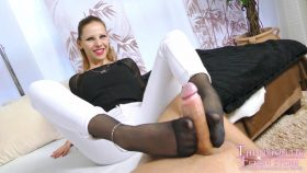 Lurina looking for appartment – The Nylon Leg Fetish Store