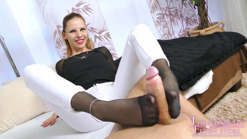 Lurina looking for appartment - The Nylon Leg Fetish Store