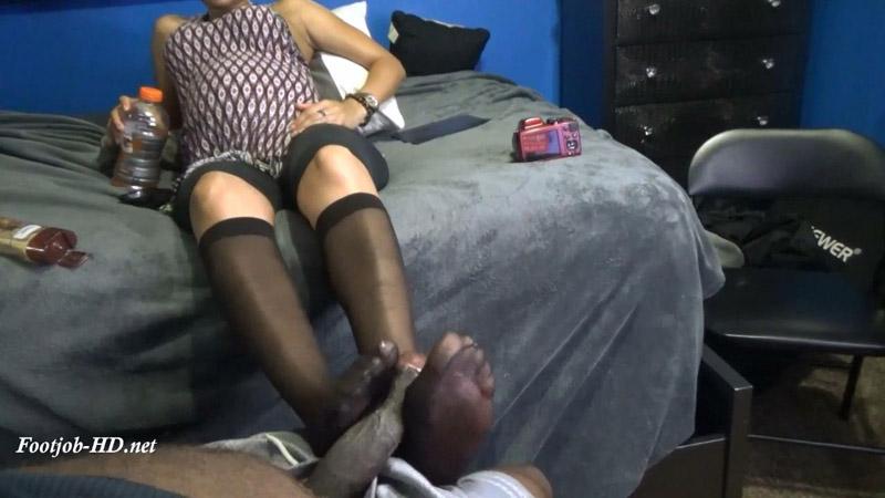 Pregnant Friend Giving a Footjob – Solemates and Footjobs