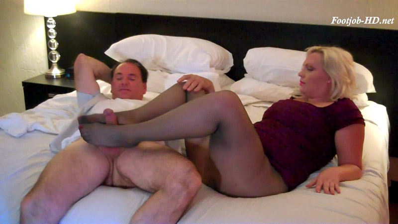Pretty PAWG footjob – Bodies and Soles