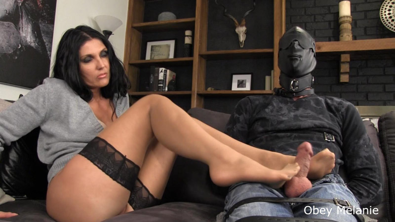 Footjob Totally Ignored - Obey Melanie