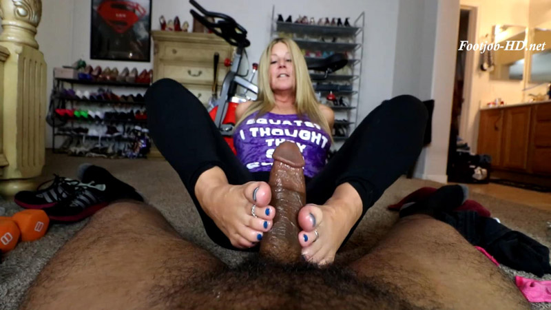 Jamie Gives Personal Trainer a Footjob - Joey's FeetGirls