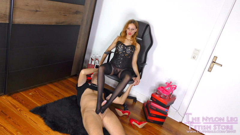 Shooting ends with foot and blowjob – The Nylon Leg Fetish Store